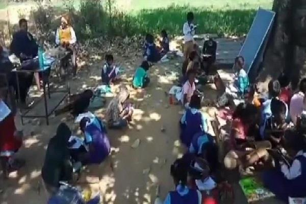 primary school running without open building in shahdol