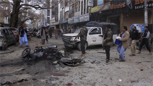 10 killed in suicide blast in pakistan s quetta