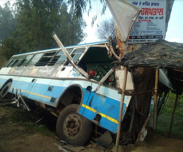 bus being cut from delhi crashed