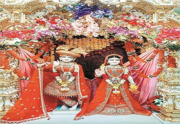 flower holi will celebrate in akshardham temple
