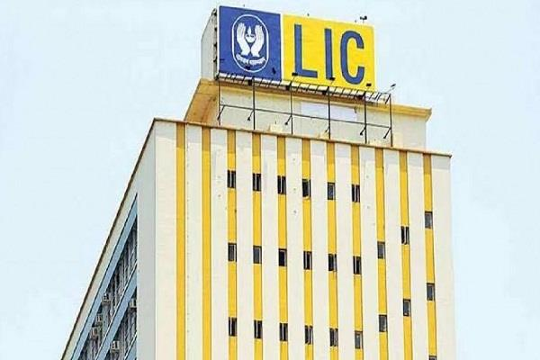 employees unions protest government s plan to sell stake in lic