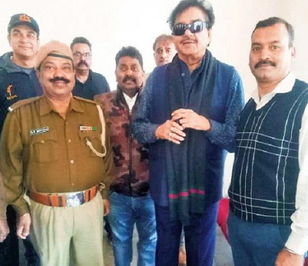 shatrughan returned to india from friend s wedding in pakistan