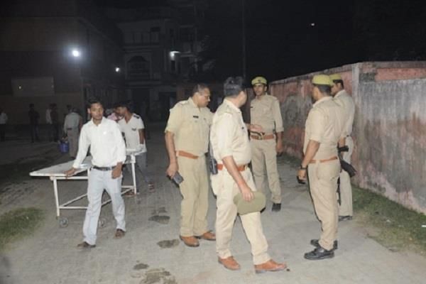25 thousand prize crooks arrested after police encounter in noida