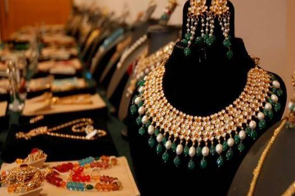 gems and jewelery exports declined 8 45 percent to rs 21 146 59 crore in january