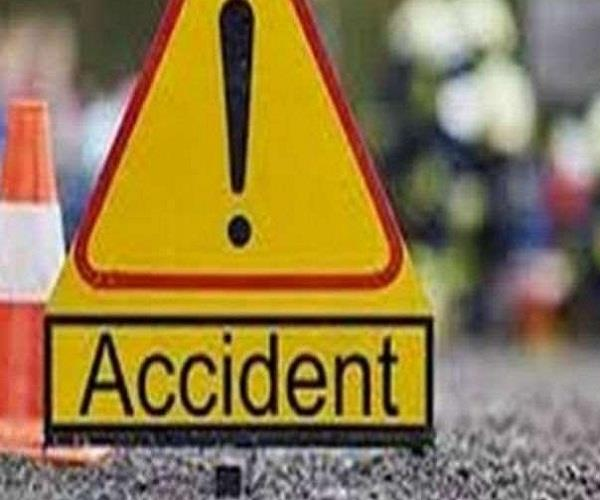 car of tourists from delhi fell in a deep ditch