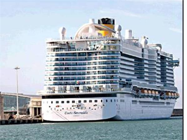 possible virus case traps 7 000 on cruise ship