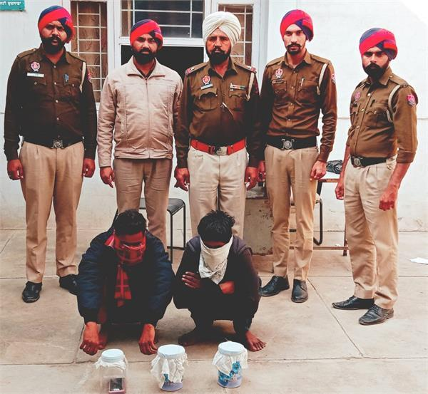 3 arrested for snatching mobile from people