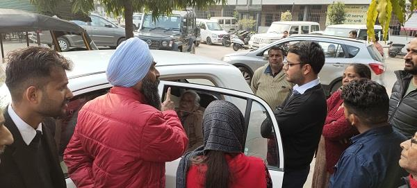 sdm rahul sandhu listens to old age by setting court in parking lot