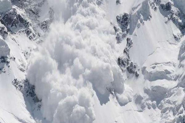 avalanche in gurez sector three people missing