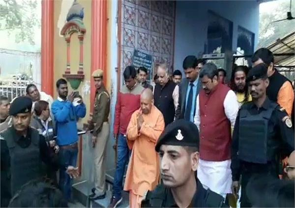 yogi arrives at sankatmochan temple amidst delhi trends