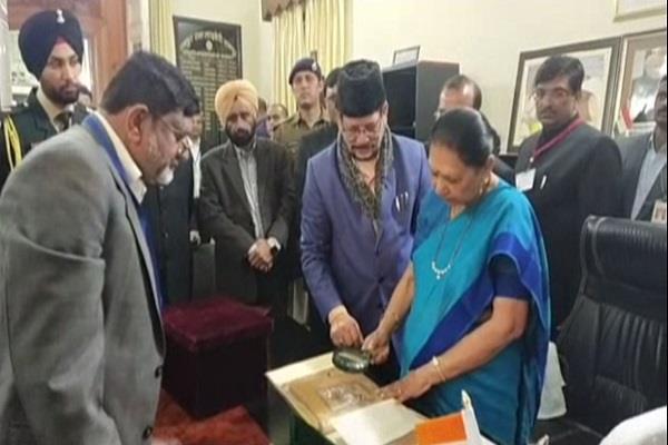 governor anandiben reached rampur praised raza library