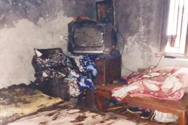 youth house set on fire because mother give not money for smack