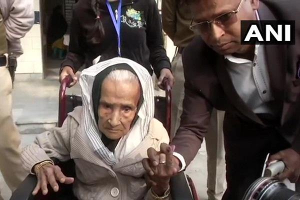 delhi elections kalitara mandal cast vote at the age of 111