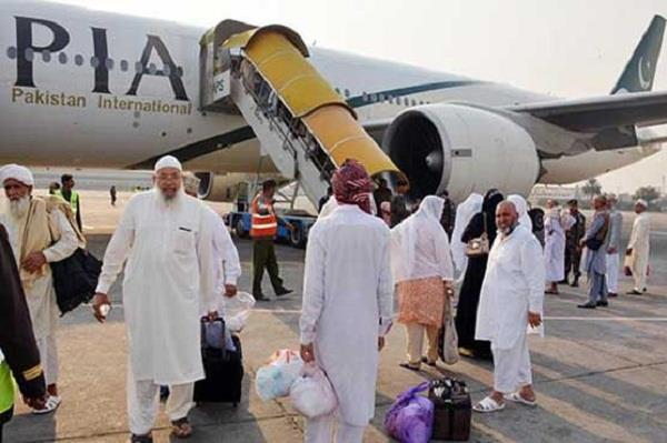 lahore zayrine going to umrah was taken off the ship