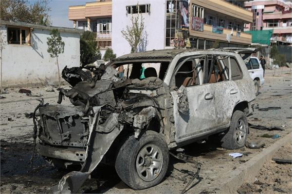 6 killed in car bomb blast outside military university in kabul
