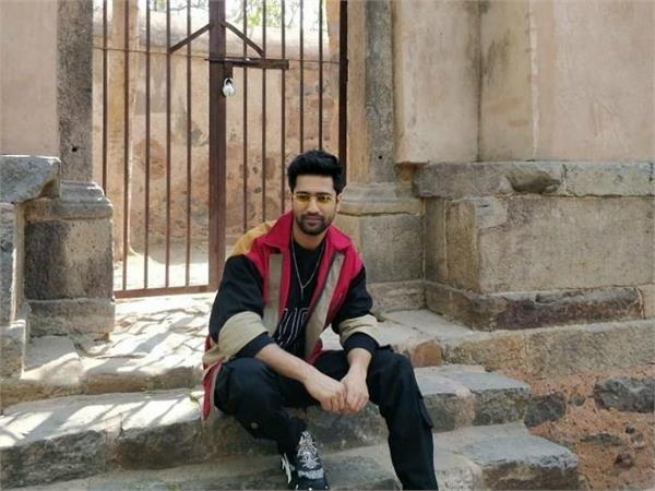 दिल्ली के 600 साल पुराने 'भूतिया महल' में पहुंचे विक्की कौशल (See Pics)