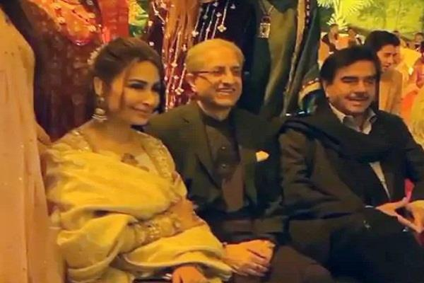 shatrughan sinha reached lahore to attend a wedding