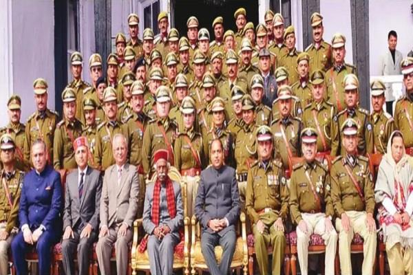 governor decorated 58 police officers employees