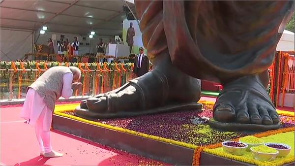 pm modi presents projects worth more than 1200 crores