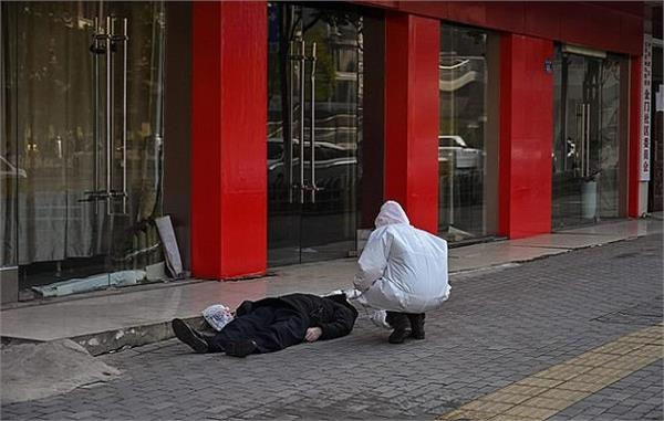 haunting pictures show dead man left lying in street