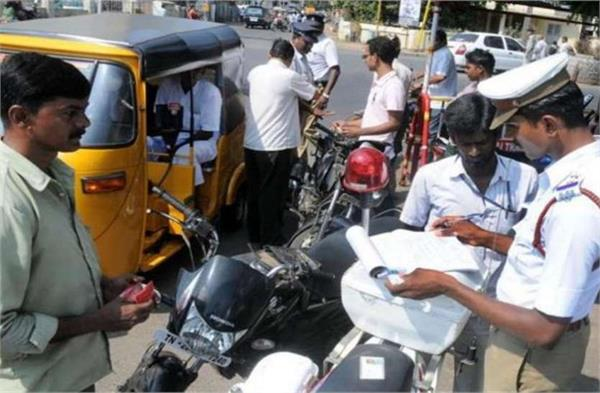 new rule of traffic is heavy on dumpers 7 vehicles get challans of 5 lakhs