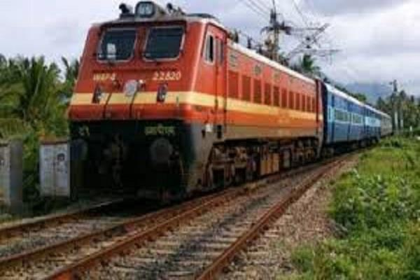 the time of the delhi hisar train became a pain in the throat of the passengers