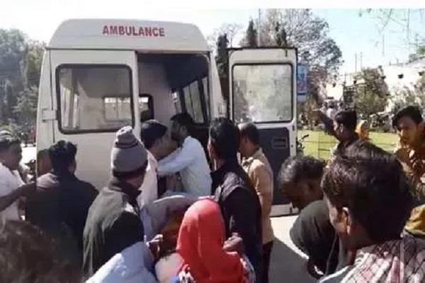 mini truck overturns wed ceremony 1 killed 17 passengers injured
