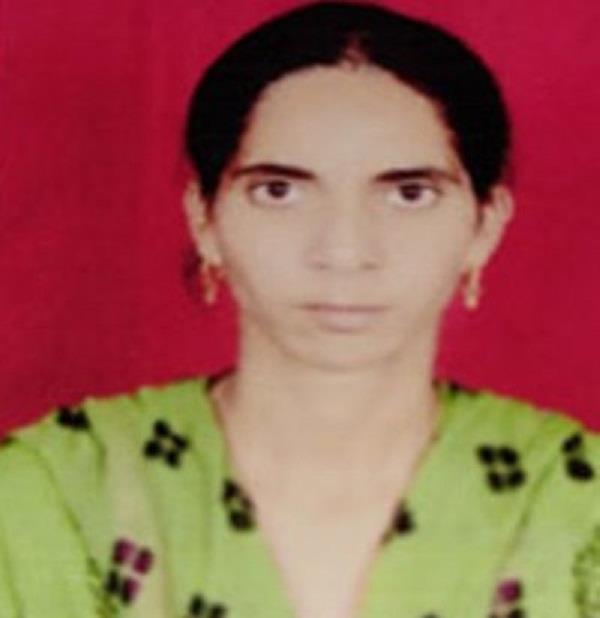 woman dead in machine while extracting sugarcane juice
