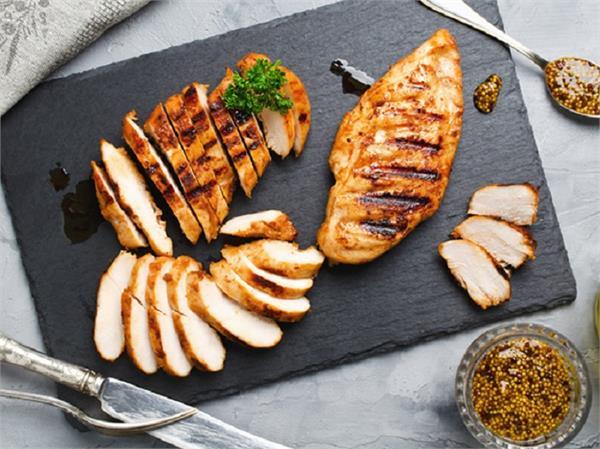 चिकन ब्रेस्ट या लेग पीस, सेहत के लिए क्या है ज्यादा हेल्दी? जानें न्यूट्रिशन वैल्यू
