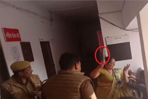 woman beat policeman s slippers in police station police remains mute spectator