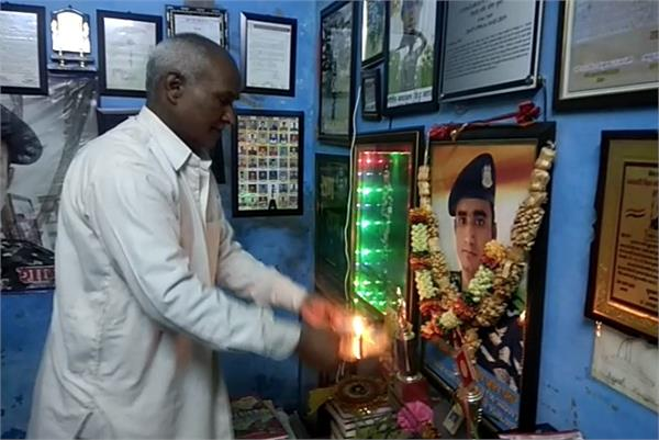 father s eyes filled in memory of martyr son in pulwama