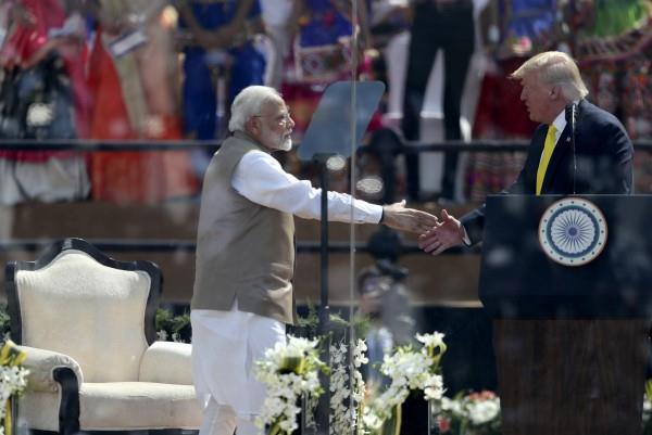 india us to sign three billion dollar defense deals trump