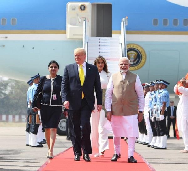 trump will not bow his head to see mumtaz s grave in taj mahal