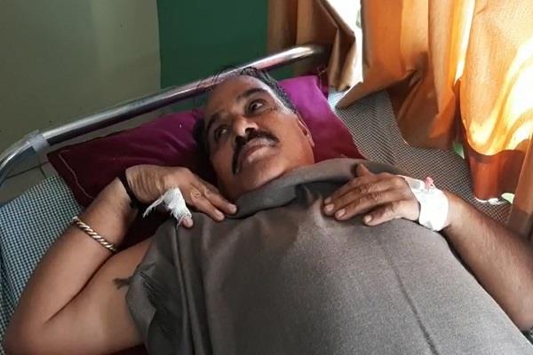bjp district president ambaram karada narrowly escapes road accident