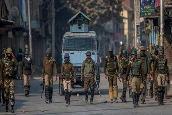 militants hurled grenades bandipora panchayat member s house