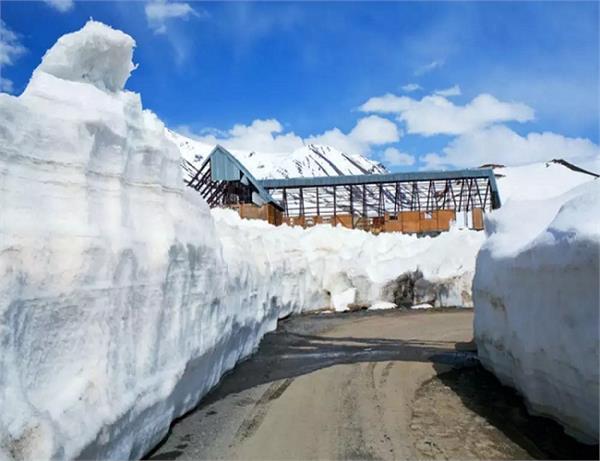 बर्फीली पहाड़ियों के लिए मशहूर है रोहतांग पास