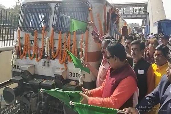 trains from indore to kashi mahakal on shivratri mahaparva
