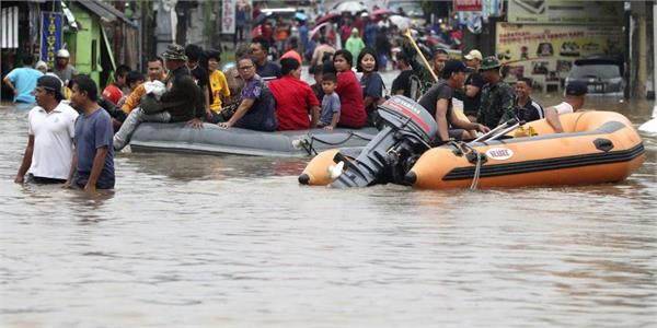 5 dead about 10 thousand displaced due to floods in indonesia