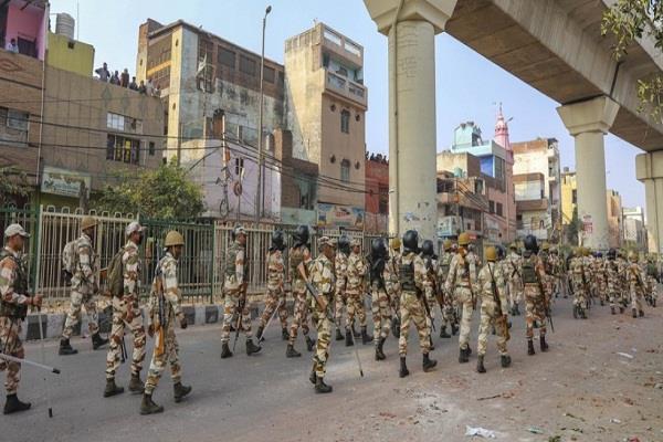 one thousand armed policemen in delhi