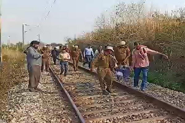 sirfire aashiq stabbed teacher a sword then suicide front train