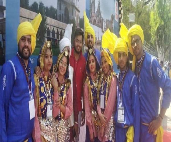 students of hisar performed haryanvi dance in front of donald trump