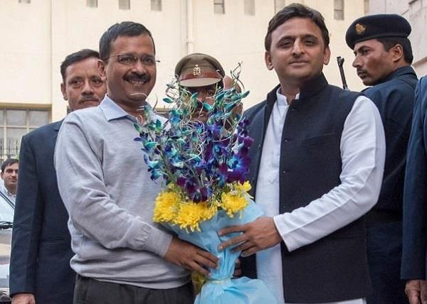 akhilesh meeting kejriwal just before the elections were over