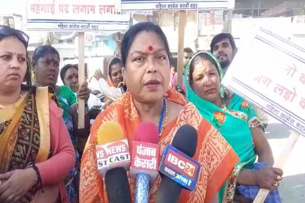 women s congress burnt effigy petro min katni increase price lpg gas cylinder