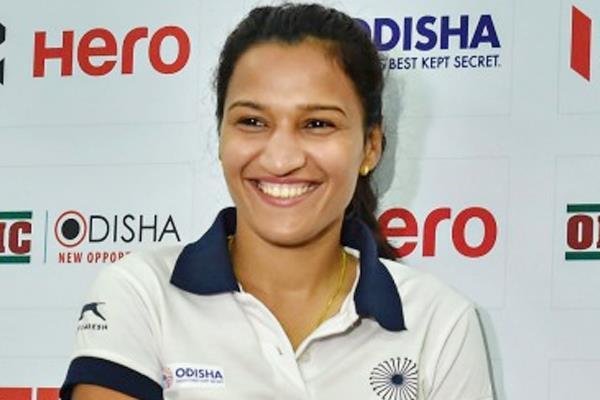 भारतीय महिला हॉकी टीम की कप्तान रानी ...