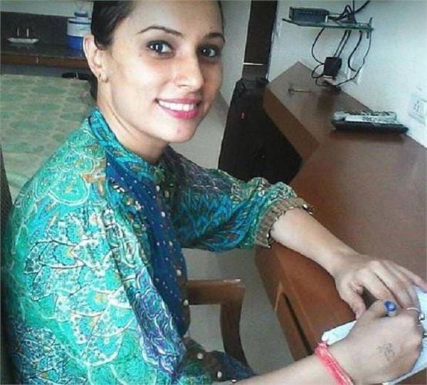 Inspirational Story: पति ने छोड़ा, बन गई IAS