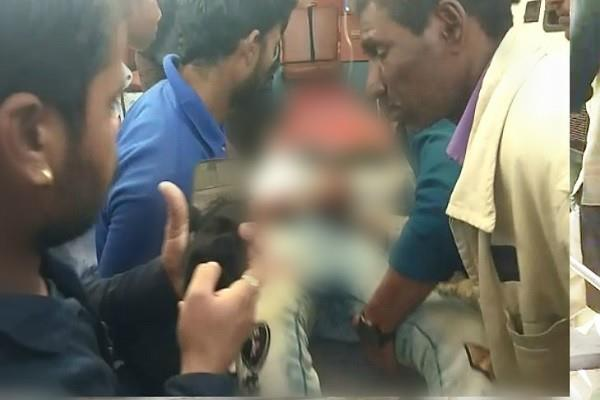 2 student groups shajapur stabbed 4 students injured 2 critical condition