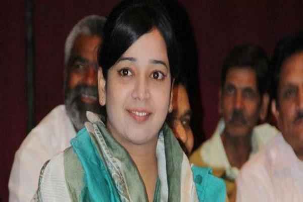 former congress councilor ishrat jahan arrested for inciting riots in delhi