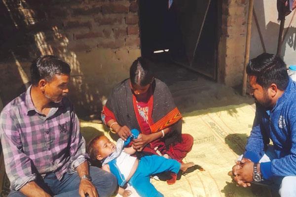 una woman blind husband begging passed