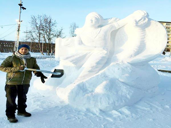 gabru of himachal made ice sculptur in sweden