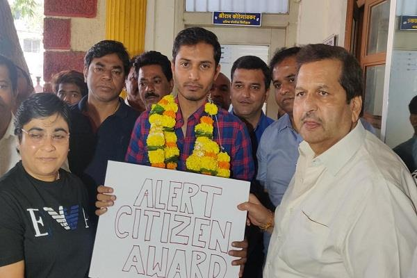 bjp driver honored the cab driver who took the person talking to the caa